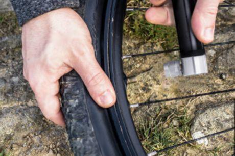 Mini Draagbare fietspomp Geweldig gereedschap voor noodgevallen. Bevat een aanpasbare Schrader en Presta ventiel. Zijn kleine formaat en gewicht is perfect om mee te reizen en op te bergen. Komt met een houder, gas pin en schroeven.