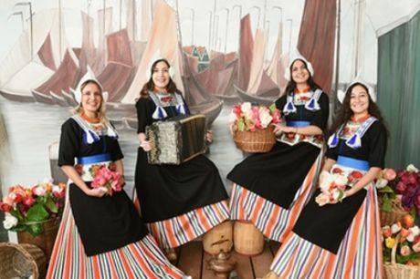 Fotoshoot in originele klederdracht bij Experience Volendam