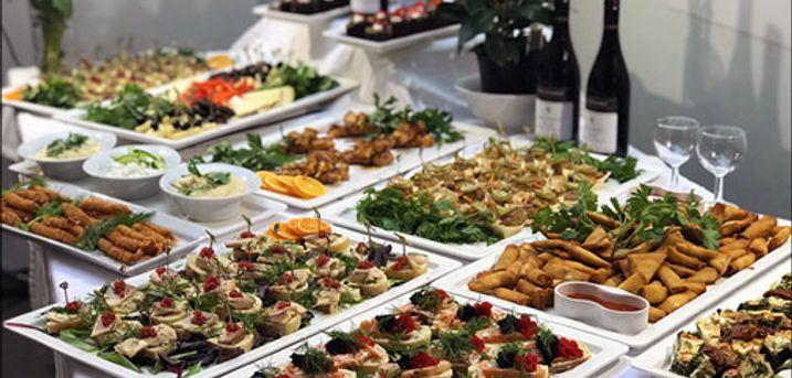 Lækker Luksus Tapas-buffet - Den populære Luksus Tapas-buffet fra Richmond Catering er tilbage. Dealen er gældende ved køb af min. 10 kuverter, værdi kr. 270,- pr. kuvert.