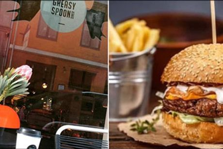 Lækker burgermenu hos Greasy Spoon - Prøv denne lækre burgermenu for 1 person hvor du får 1 burger, fritter, valgfri dip og valgfri øl eller sodavand, værdi op til kr. 174,-