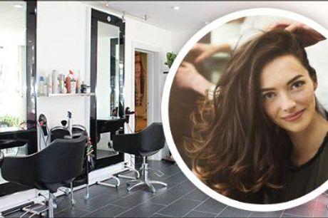 Forkæl dig selv med en dejlig frisøroplevelse! - Dameklip inkl. vask, hårkur og føn hos Secret Hair Care, værdi kr. 350,-