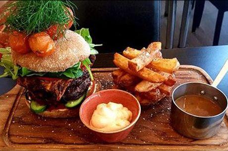 Kom og prøv den populære burger på Brasseriet Viborg - Restaurant og café i hyggelige omgivelser ved Nytorv! - Lækker italiensk burger med pommes frites for 1 person, værdi kr. 148,-