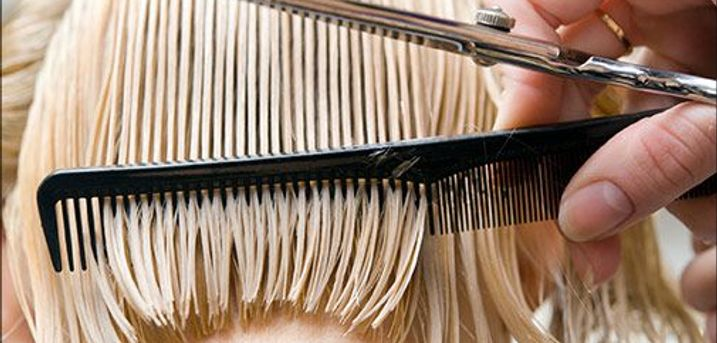 Leder du efter en lækker frisør behandling? - Dameklip med vask og føn inkl. Olaplex behandling hos Frisør Kløve, værdi kr. 800,-