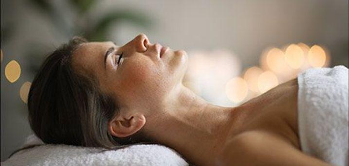 Bestil tid i dag og glæd dig til at få en klar hudforbedring samt en skøn sanselig oplevelse! - 45 minutters Beauty By Bach ansigtsbehandling, værdi kr. 375,-