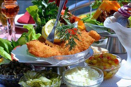 Prøv den lækre frokostplatte hos Kanal Cafeen - Prøv den populære lækre frokostplatte for 4 personer. Slå til nu og sæt kryds i kalenderen. Værdi kr. 820,-
