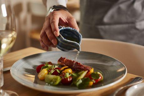 Spar 33% i aften: Smag på havets herligheder hos Louises Fiskebar - fiske og skaldyrsretter, der får 4 stjerner i Berlingske og en fiskerestaurant, der ligger i AOK's top 5 guide over de bedste fiskerestauranter i København 2019.