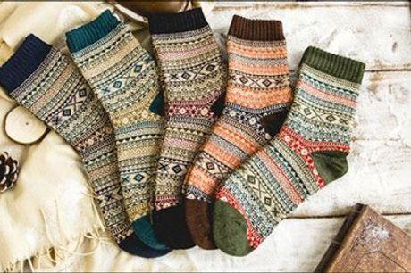 Gå ikke rundt med kolde fødder når du kan stikke dem i et par lækre uldsokker! - 5 par varme uldsokker fra The 99 inspirations, vælg ml. flere, værdi kr. 399,-