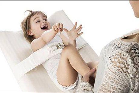 Gør bleskift og pusletid mere sikker med et lækkert HugAbaby puslebælte..  - Originalt HugAbaby puslebælte, 6-18 mdr. inkl. fragt, værdi kr. 538,-