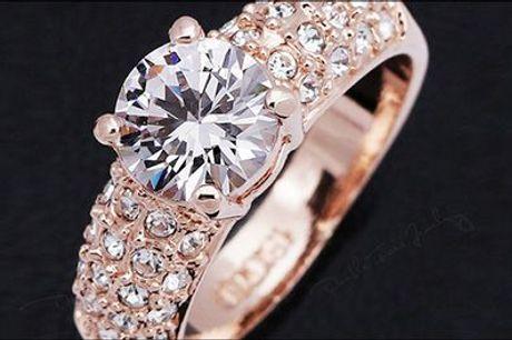 Smuk ring til dig selv eller til en kvinde du holder af..  - Ring belagt med 18 karat guld og med østrigske krystaller, værdi kr. 499