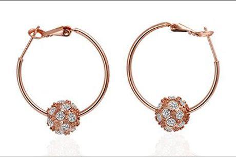 Nye flotte smykker kan man altid bruge! - Ørekreoler m/ krystaller forhandlet fra Beautidesign.dk, værdi kr. 339,-