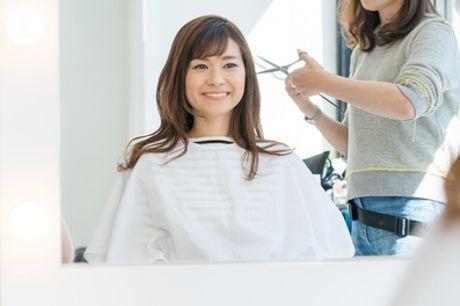 Damenhaarschnitt, optional mit Ansatz-Coloration oder Balayage mit Toning, im FG hairstudio (bis zu 60% sparen*)