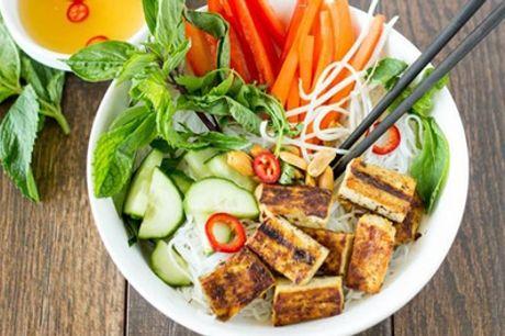 Veganes vietnamesisches 3-Gänge-Menü für bis zu 6 Personen im Com-Nam Restaurant (bis zu 32% sparen*)