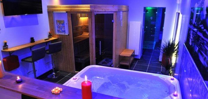 Espace privatif avec bain à remous, sauna ou hammam, pour 2 ou 4 personnes au California Love SPA