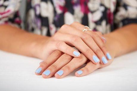 Pose de vernis semi-permanent mains ou pieds au salon Ozana