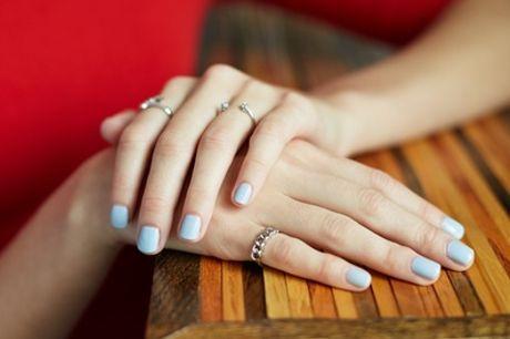 Beauté des mains et/ou des pieds avec pose vernis semi-permanent/classique à l'institut Eva MC Beauty & Nails