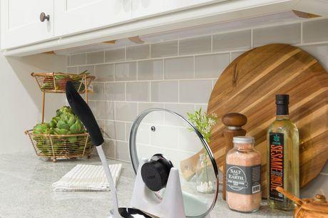 Mensola Porta Coperchi e Mestoli 2 in 1. Salva spazio e aiuta a mantenere il ripiano della cucina in perfetto ordine. Le dimensioni della mensola sono ideali per contenere coperchi e mestoli di qualsiasi dimensione.  Realizzata in materiale PP di alta qua