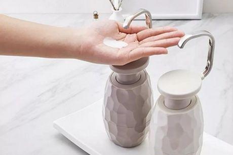 Dispenser per Sapone a Una Mano. Bellissimo design nordico che si adatta a qualsiasi bagno. Semplice, elegante, sicuro, non tossico, riciclabile. Design con ampia apertura per un facile riempimento e pulizia.