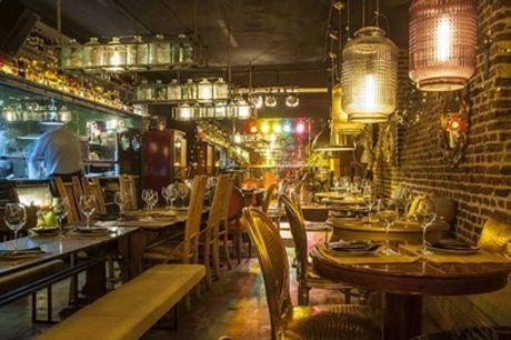 Menú mediterráneo para 2 personas con entrante, principal, postre y bebida en El Santo BARon (58% de descuento)