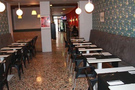 Menú para 2 o 4 con aperitivo, entrante, principal, postre y botella de vino o bebida desde 24,95 € en Valverde