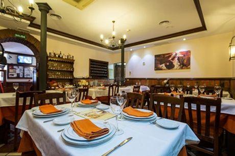 Menú para 2 o 4 con entrantes, principal, postre y botella de vino o bebida desde 24,95 € en El Puchero de mi Abuela