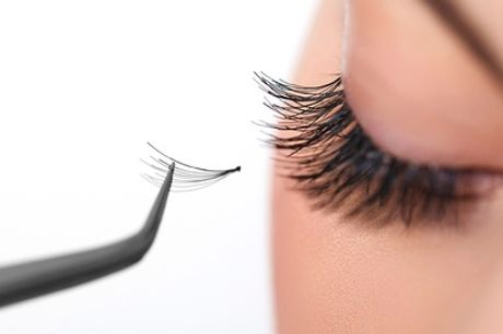 Eyelash Extensions Application Class with Certificate at Fusion Training School