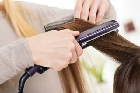 Krachtige en voedende haarbehandeling naar keuze bij Diba Hair and Beauty in hartje Alkmaar