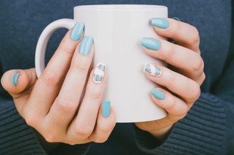 Una o 3 manicure con smalto classico o semipermanente, da Riad Karim (sconto fino a 66%)