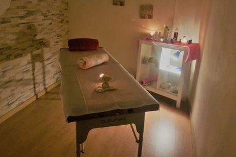 Masaje corporal con opción de reflexología, reiki o kobido en Terapias mediterráneas (hasta 68% de descuento)