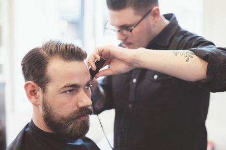 Bartrasur mit Gesichtsbehandlung und Augenbrauen zupfen oder Haarschnitt für Herren bei Street Cut (bis zu 50% sparen*)