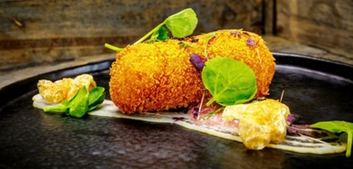 Two-Course Meal for Two or Four with a Glass of Prosecco Each at Radisson Blu Leeds