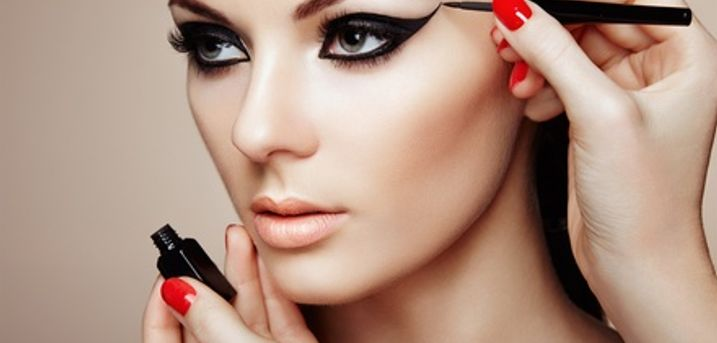 Three-Hour Makeup Masterclass with Prosecco at International Makeup Academy,12 Locations