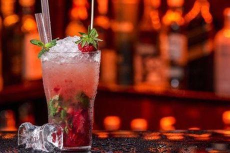Aperitivo con cocktail a scelta e tagliere di salumi per 2 persone all'Hangout Cafe (sconto fino a 50%)