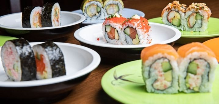 Glæd dig til running sushi samt hjemmelavet kage og is hos hyggelige Restaurant Soya 2 i Aarhus