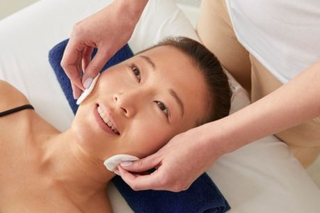 Aqua-Facial-Gesichtsbehandlung, opt. mit Ultraschall bei Atelier und Académie de Beauté (bis zu 36% sparen*)