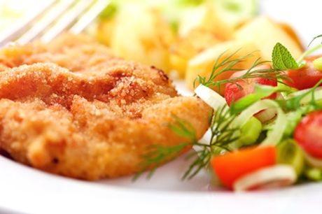Schnitzel-Menü mit Gurkensalat, Pommes und Dip für 2 oder 4 Personen im Landhaus Pankow (bis zu 31% sparen*)