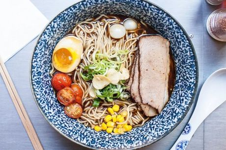 Spar 15% i aften: Uformel, cool og ung  japansk gadekøkken. Alt er hjemmelavet og økologi i fokus.  Book hér og få rabat på hele regningen i aften!