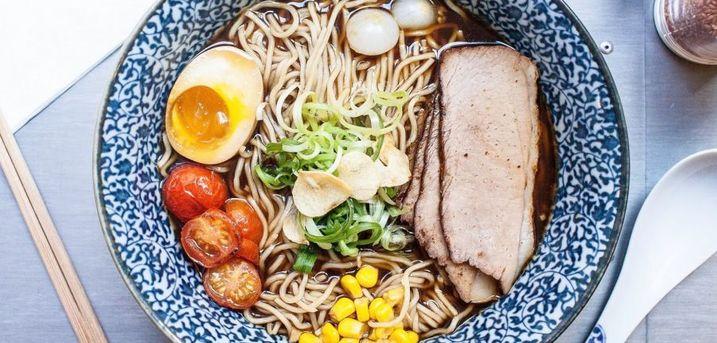 Spar 10% i aften: Uformel, cool og ung  japansk gadekøkken. Alt er hjemmelavet og økologi i fokus.  Book hér og få rabat på hele regningen i aften!
