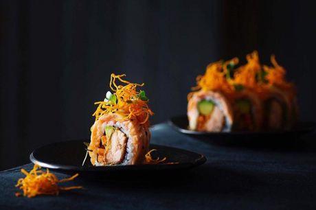 Spar 20% i aften: Frisklavet og velsmagende sushi med MSC certificering som skåner miljø og økosystem. Vælg mellem et stort udvalg af sushi, sticks og varme retter. Der er også all-you-can-eat! Book med R2N og få rabat på hele regningen!