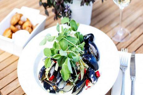 Spar 15% i aften: Couloir er en restaurant med store ambitioner! Nyd den flotte udsigt og mad lavet af høj kvalitet. Book hér og få rabat på hele regningen i dag!