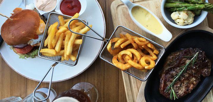 Spar 25% i aften: Daizy's tilbyder lækker amerikansk inspireret mad med et strejf af dansk kongelighed i hyggelige omgivelser. Book hér og få rabat på hele regningen!