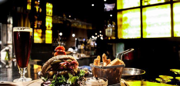 Spar 25% i aften: På restaurant Carlton i hjertet af Vesterbro, kan du nyde et måltid tilberedt med kærlighed til sæsonens friske råvarer.  Book hér og få rabat på hele regningen i dag!