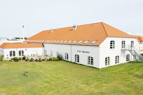 Se opholdet for 2 inkl. skøn mad her! - Man bor godt på Hotel Søparken i Nordjylland. En overnatning for 2 personer inkl. morgenbuffet, kaffe med kage samt en 3 retters menu,  værdi kr. 1090,-
