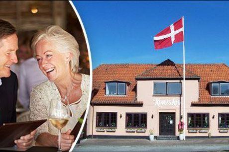 Skøn mad & fri vin - Se opholdet for 2 her  - Tag på et dejligt ophold i Sønderjylland. 1 overnatning for 2 med morgenmad, velkomstkaffe og kage, 3 retters menu eller buffet samt fri vin, værdi kr. 2026,-