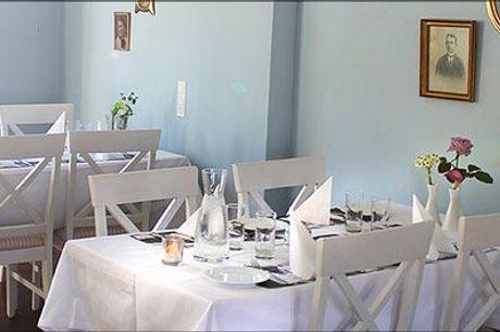 Badehotel stemning for 1 skøn natur! - Skøn overnatning for 1 på Hotel Højby Sø. Inkl. morgenmad, kaffe og kage ved ankomst og 3 retters menu.  Værdi kr. 945,-