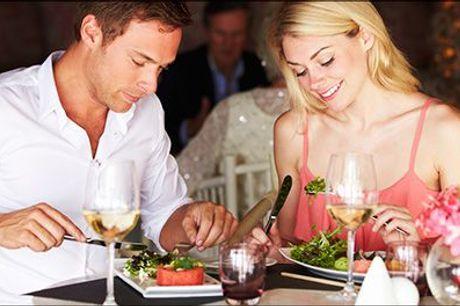 Populært ophold for 2 med skøn mad! - Tag en dejlig overnatning på Dronninglund Hotel. I får 1 overnatning for 2 med morgenmad, eftermiddagskaffe med sødt samt en 3 retters buffet, værdi kr. 1196,-