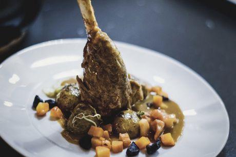 Spar 50% i aften: Le Poêlon D'or går i al sin enkelthed ud på at hygge. Restauranten har taget de bedste elementer fra fransk madlavning og forsøgt at sammensætte det til en komplet oplevelse. Book hér og få rabat på hele regningen i dag!