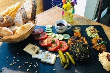 Großes orientalisches Frühstück für 2 oder 4 Personen im La Violetta Cafe (bis zu 51% sparen*)