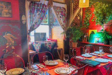 Menú ruso para 2 o 4 personas con entrante, principal, postre, bebida y vodka desde 24,99 € en Las Noches de Moscú