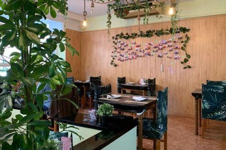 Menú con entrante, sushi, principal, postre y  bebida en Chun Feng Shi Li (hasta 60% de descuento)