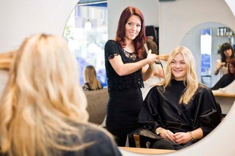 Sesión de peluquería con opción a corte, tinte y/o mechas y tratamiento capilar de colágeno desde 14,95 € en Bella Coco